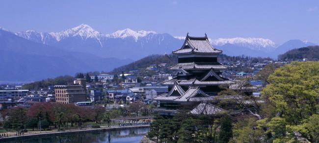 松本城とアルプス パノラマ